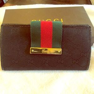 Gucci wallet with zip back pocket